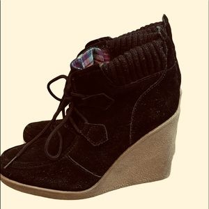 TOMMY HILFIGER WEDGE BLACK SUEDE LACE BOOTS SIZE 8